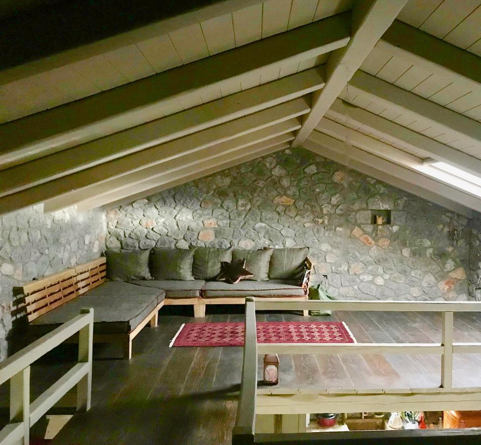 interior-design_spiti-tithorea_hara-kontaxaki-13